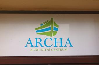 Reporáž: Záhon růží seniorů Komunitního centra ARCHA