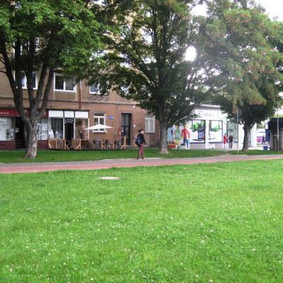 Cyklostezka před kavárnou Blanch Cafe na ul. Francouzská